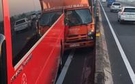 Xe chạy loạn xạ trên đường cao tốc TP HCM - Trung Lương