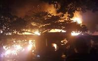 Xe đạp điện bốc cháy, 3 ngôi nhà bị thiêu rụi