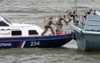Nga bắn cháy tàu cá Triều Tiên, bắt 21 người
