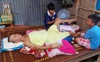 CLIP: Cha nằm liệt giường, 2 con nhỏ ứa nước mắt vì sắp bỏ học