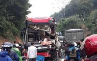 Xe khách tông nhau với xe ben, nhiều hành khách nhập viện trong tình trạng hoảng loạn