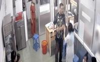 Vụ người nhà bệnh nhân đánh nữ điều dưỡng: Không thể chấp nhận đánh người xong rồi xin lỗi!