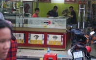 Bắt 2 nghi can dùng súng cướp tiệm vàng ở Hóc Môn