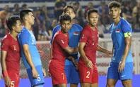 Cầu thủ Singapore và Indonesia xô xát dữ dội, trọng tài bất lực