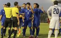 Cầu thủ Thái Lan quát trọng tài: Ông là người Việt Nam đúng không?