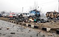Xe buýt bị đánh bom không còn ra hình thù, 44 binh sĩ thiệt mạng