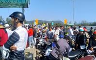 Người lao động chen chân xuống tàu cao tốc, rời đảo Phú Quốc