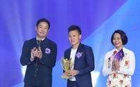 Quang Hải, Duy Mạnh giành Cúp chiến thắng