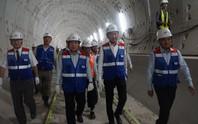 Chủ tịch UBND TP HCM nói gì khi đi thị sát xuyên hầm metro số 1?