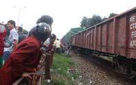 Băng qua đường sắt,  bị tàu cán tử vong