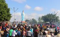 Mùng 4 Tết, Quán Âm Phật Đài ở Bạc Liêu quá tải lượng khách hành hương