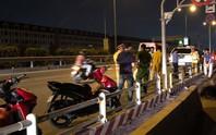 Đoạn bê-tông đặt giữa đường ở TP HCM: Sáng kiến hay bẫy hại người?