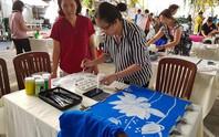 Vẽ trang trí áo dài tặng nữ công nhân