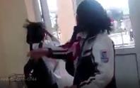 Clip nữ sinh trường THCS đánh bạn dã man trong sự reo hò, cổ vũ