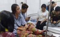 Bị 10 nữ sinh đánh hội đồng, 2 học sinh nhập viện