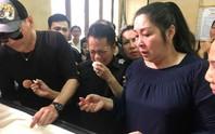 Mẹ nghệ sĩ Anh Vũ nhập viện cấp cứu khi chưa thấy mặt con