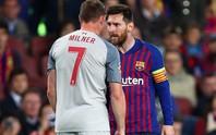 CĐV Liverpool đốt pháo hoa trước khách sạn khiến Messi mất ngủ