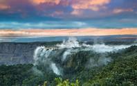 Trượt chân, du khách rơi xuống miệng núi lửa đang hoạt động