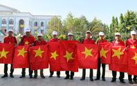 Một triệu lá cờ Tổ quốc cùng ngư dân bám biển: Được tặng cờ là sự động viên rất lớn