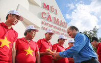 Ngư dân Cà Mau xúc động đón cờ Tổ quốc