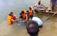 Chèo xuồng ra hồ câu cá, 3 học sinh - sinh viên chết đuối thương tâm