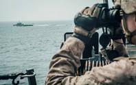 Hải quân Anh hộ tống tàu hàng qua eo biển Hormuz