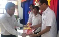 Bàn giao 5.000 lá cờ Tổ quốc cho ngư dân Bạc Liêu