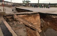 Hố tử thần xuất hiện trong bão số 2 nuốt 5 người đi đường, 2 vợ chồng tử vong