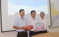 Chương trình Một triệu lá cờ Tổ quốc cùng ngư dân bám biển: Tiếp tục trao 5.000 lá cờ Tổ quốc cho ngư dân Bạc Liêu