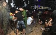 Đột kích phòng karaoke Tổng thống, Hoàng hậu, phát hiện hàng chục nam nữ đang bay lắc