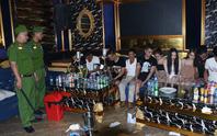 20 nam, nữ thanh niên từ Nghệ An vào Hà Tĩnh thuê phòng karaoke mở tiệc ma túy