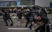 Hồng Kông: Người biểu tình ném bom xăng, 29 người bị bắt