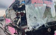 Tai nạn xe khách nghiêm trọng ở TP HCM, nhiều người được đưa đi cấp cứu
