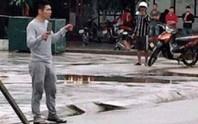 Lên cơn ngáo đá, nam thanh niên 2 tay 2 dao đuổi chém người gây náo loạn đường phố