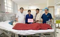 Trao hơn 105 triệu đồng hỗ trợ bệnh nhân Huỳnh Trang
