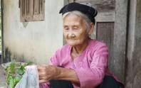 Clip: Xúc động việc cụ bà 83 tuổi lên xã xin ra khỏi diện hộ nghèo