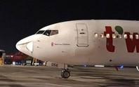 Máy bay Hàn Quốc hạ cánh khẩn nguy xuống Tân Sơn Nhất do vật thể lạ