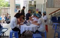 Hàng trăm người dân đồng loạt đi khám sức khoẻ sau vụ cháy nhà máy Rạng Đông
