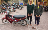 Hai anh em trai điều xe ôm tới nghĩa trang đánh bất tỉnh để cướp xe máy, tiền