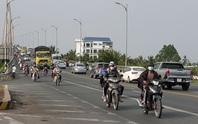Xe cộ đang sướng rơn người trên đường về miền Tây
