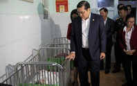 Chủ tịch TP Đà Nẵng thăm trẻ mồ côi trong đêm giao thừa