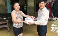 Báo Người Lao Động đến với người dân vùng lũ Thừa Thiên - Huế