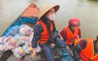 Thủy Tiên công khai số tiền đã trao tận tay cho người dân vùng lũ miền Trung
