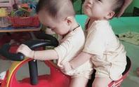 Hai bé Trúc Nhi-Diệu Nhi ngày trở lại bệnh viện