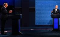 """Tổng thống Trump """"tự bắn vào chân"""" trước giờ tranh luận?"""