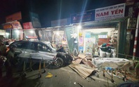 Ôtô tải nổ lốp, mất lái tông vào 4 nhà dân làm 3 người chết, 4 bị thương