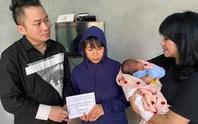 Ca sĩ Thanh Lam, Tùng Dương tặng mỗi gia đình thiệt hại do mưa lũ ở Hà Tĩnh 10 triệu đồng