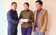 Trao quà bạn đọc Báo Người Lao Động tới người thân 2 công nhân gặp nạn ở Rào Trăng 3