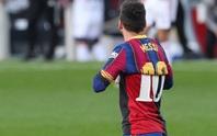 Cởi áo tri ân huyền thoại, Messi nộp phạt nóng 3.000 euro