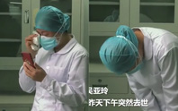 Biết tin mẹ mất, nữ y tá Vũ Hán khóc lạy 3 lần rồi quay lại làm việc